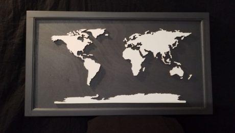 carte monde blanc sur ardoise